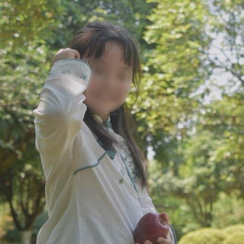 杨语晨小朋友持续康复训练中
